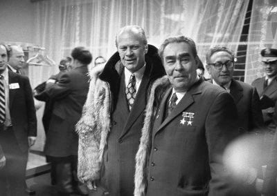 Gerald-R-Ford-gifts-his-wolfskin-coat-to-Leonid-Brezhnev-1