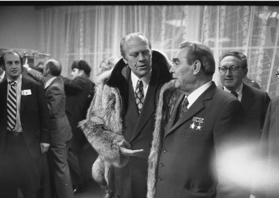Gerald-R-Ford-gifts-his-wolfskin-coat-to-Leonid-Brezhnev-2