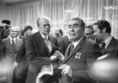 Gerald-R-Ford-gifts-his-wolfskin-coat-to-Leonid-Brezhnev-3