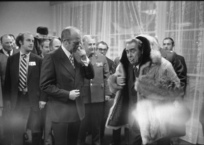 Gerald-R-Ford-gifts-his-wolfskin-coat-to-Leonid-Brezhnev-5